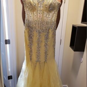 Dresses & Skirts - Ball / Prom Dress